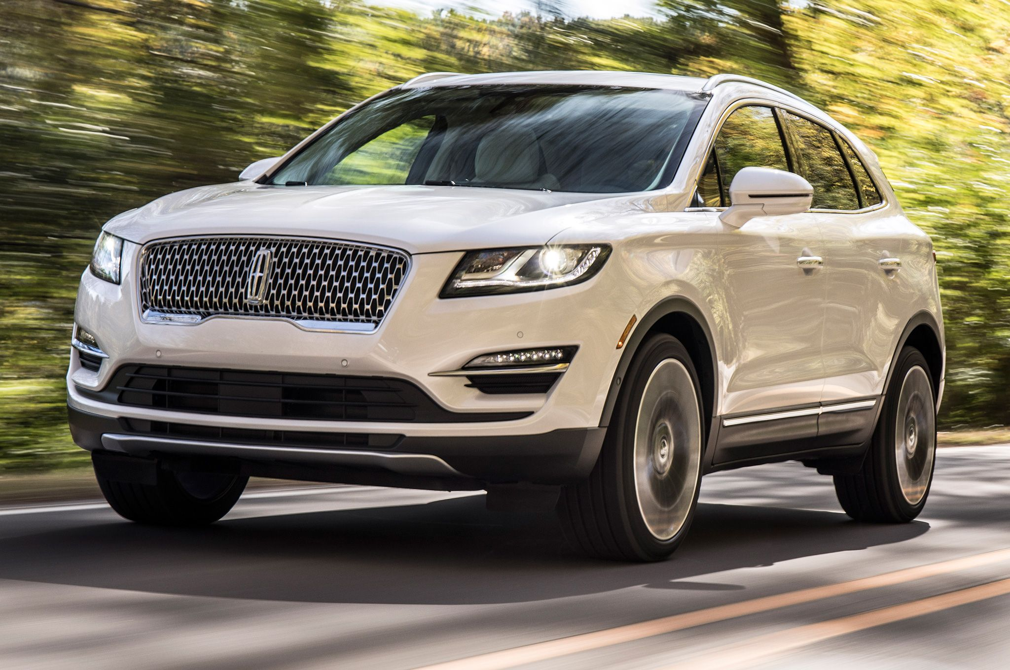 Goodbye Lincoln Mkx Hello Nautilus The 2019 Lincoln Nautilus Midsized Luxury Suv Made Its Debut At The 2017 Los Angeles Lincoln Mkc Lincoln Suv Mercedes Suv