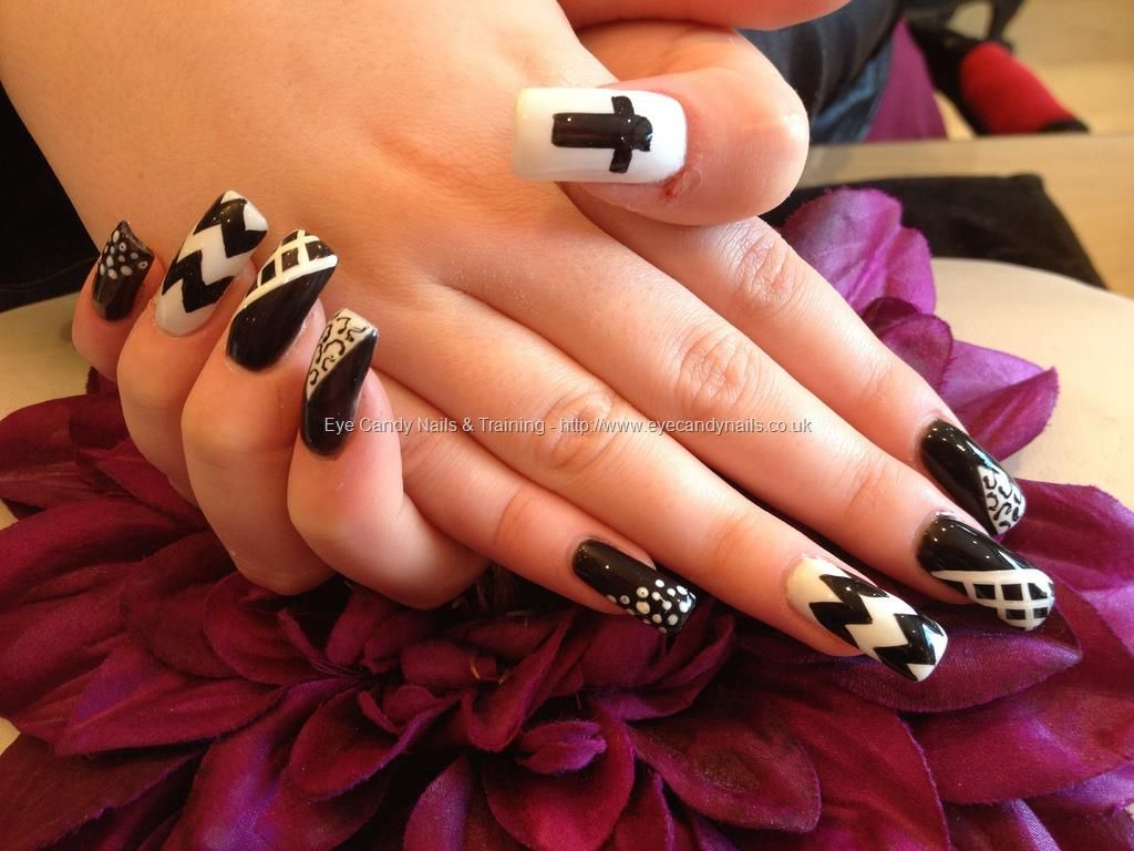 Acrylic nails with black and white nail art Nails Pinterest
