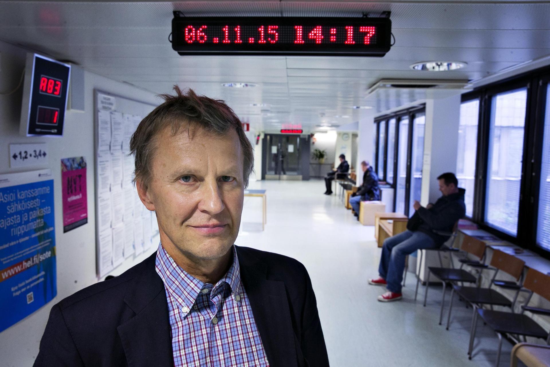 Helsingin johtajalääkäri Risto Mäkisen mielestä vastaanottoihin perustuva järjestelmä on keskiaikainen ja tarvitsee täydellisen remontin.