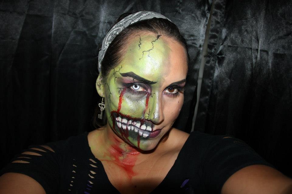 half zombie face in 2019 | Halloween makeup, Amazing ...