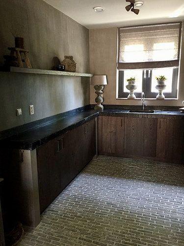 Binnenkijken bij joyce keuken keukens en 19e eeuw - Keuken rustieke grijze ...