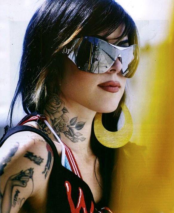 Pin Von Uptown Vision Auf Sunwear Tattoo Hals Tattoo Ideen Tattoos
