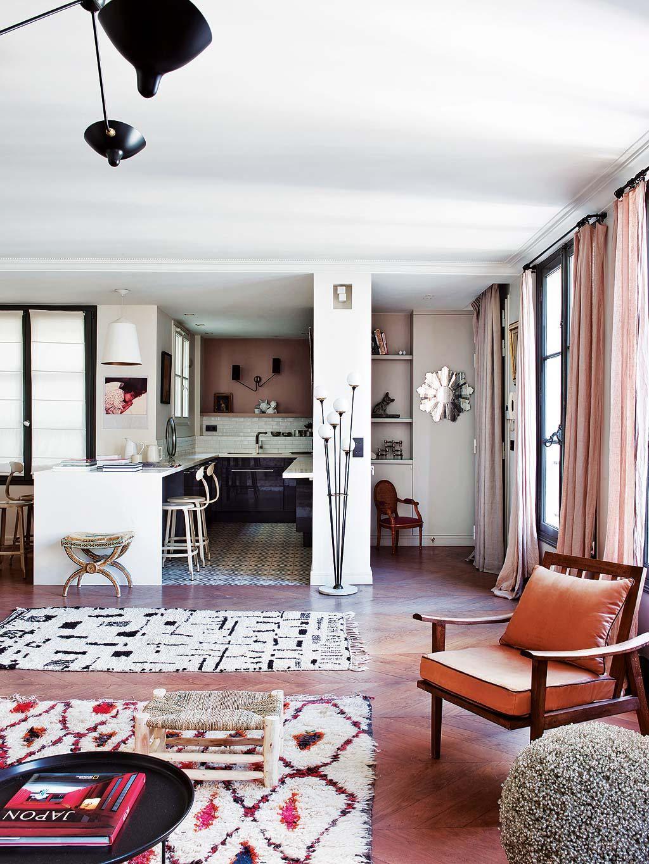 a paris un appartement classique au look boh me planete. Black Bedroom Furniture Sets. Home Design Ideas