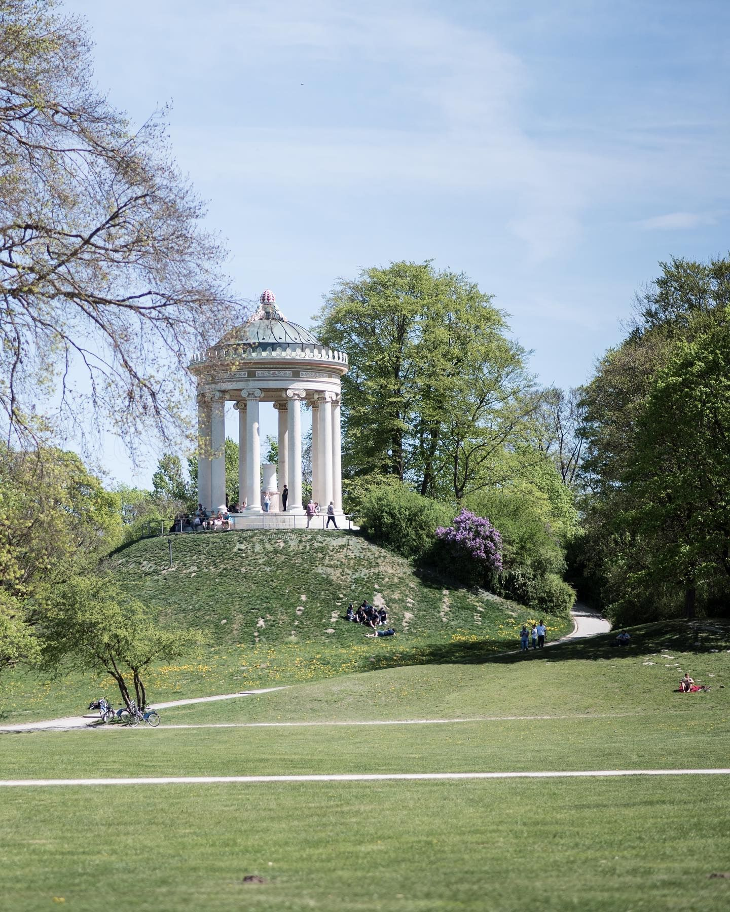 Have A Wonderful Friday Here Is Our Munich Insider Tip Of The Week The English Garden Der Englische Garten In Munich Is On In 2020 English Garden Urban Park Wonder