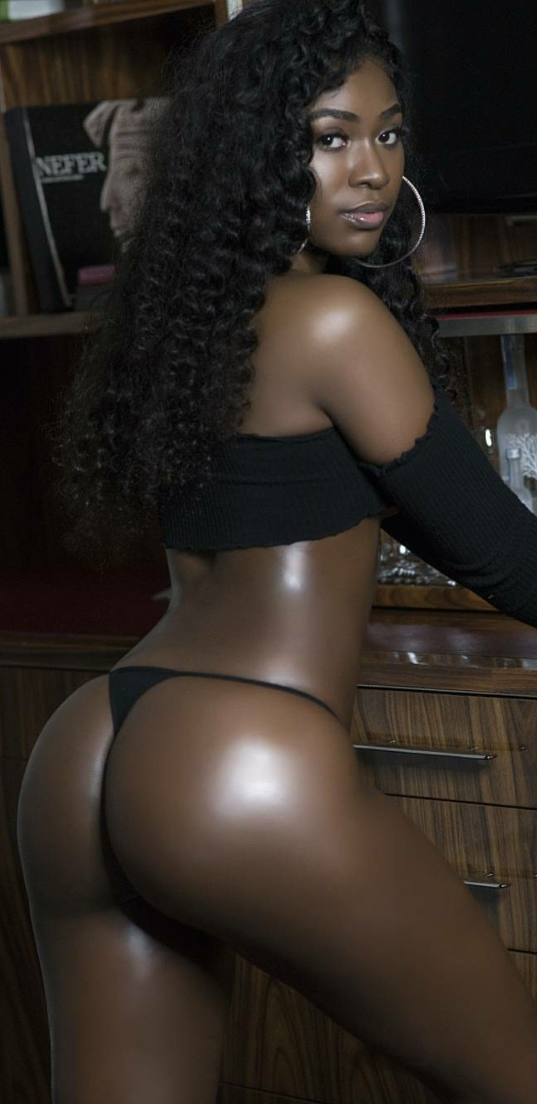 Sexy ebony chocolate big booty black girl