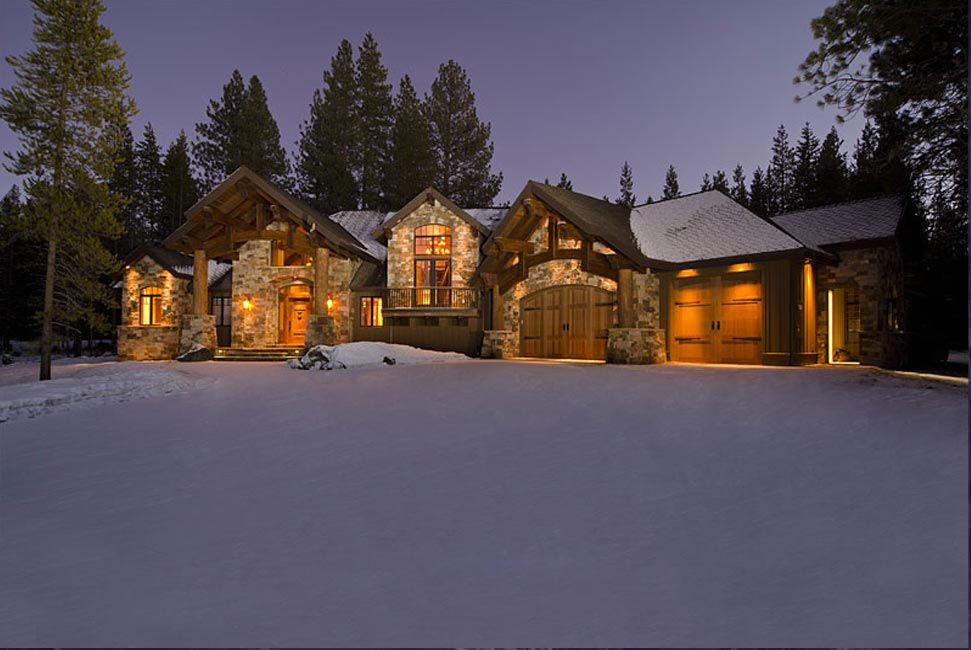 Lodge Style Home. Pacific Northwest Home Designs
