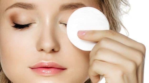 خطوات تنظيف البشرة في المنزل قبل مكياج العيد مجلة سيدتي كثيرات من النساء يرغبن في الحصول على بشرة صحي How To Clean Eyelashes Eye Makeup Remover Beauty Hacks
