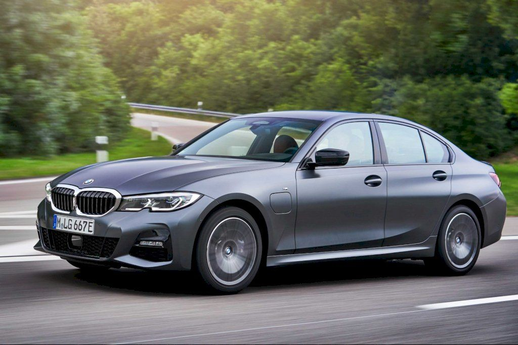 First Drive 2020 Bmw 330e Plug In Hybrid Bmw First Drive Level 2 Charger
