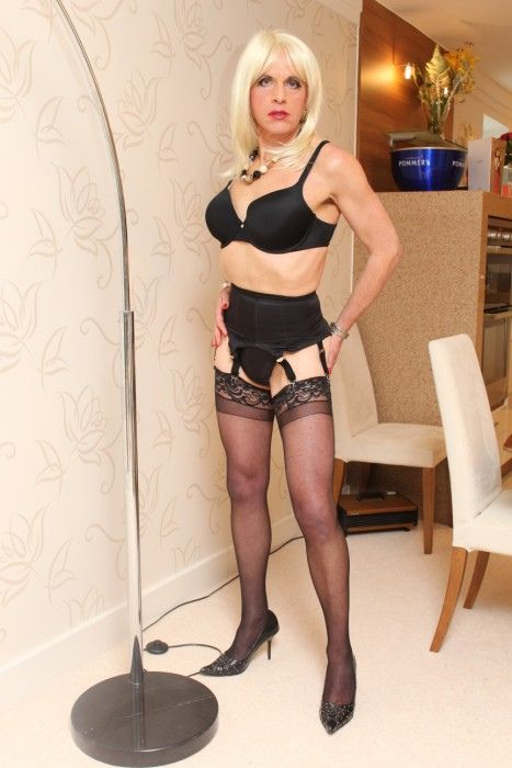 Cross dressing girdle transvestite