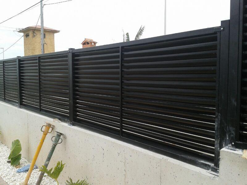 Modelos de valla verjas residenciales de hierro con lamas - Verjas de hierro ...