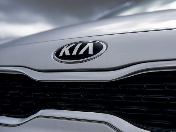 繼上個月初KIA和HYUNDAI因引擎熄火問題在美國召回130萬輛車後,兩車廠日前又因多項安全問題被南韓政府強制要求召回該國國內多達24萬輛車款。而這次的召回行動不僅是南韓政府有史以來首次公布義務性召
