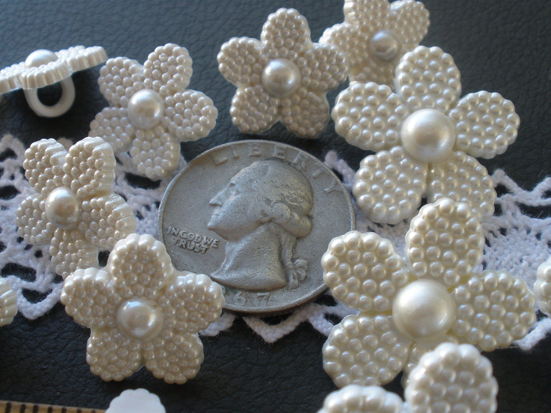 Buttons 10 x 18mm Christmas Present Plastic Shank Back Festive Craft Coat Jacket