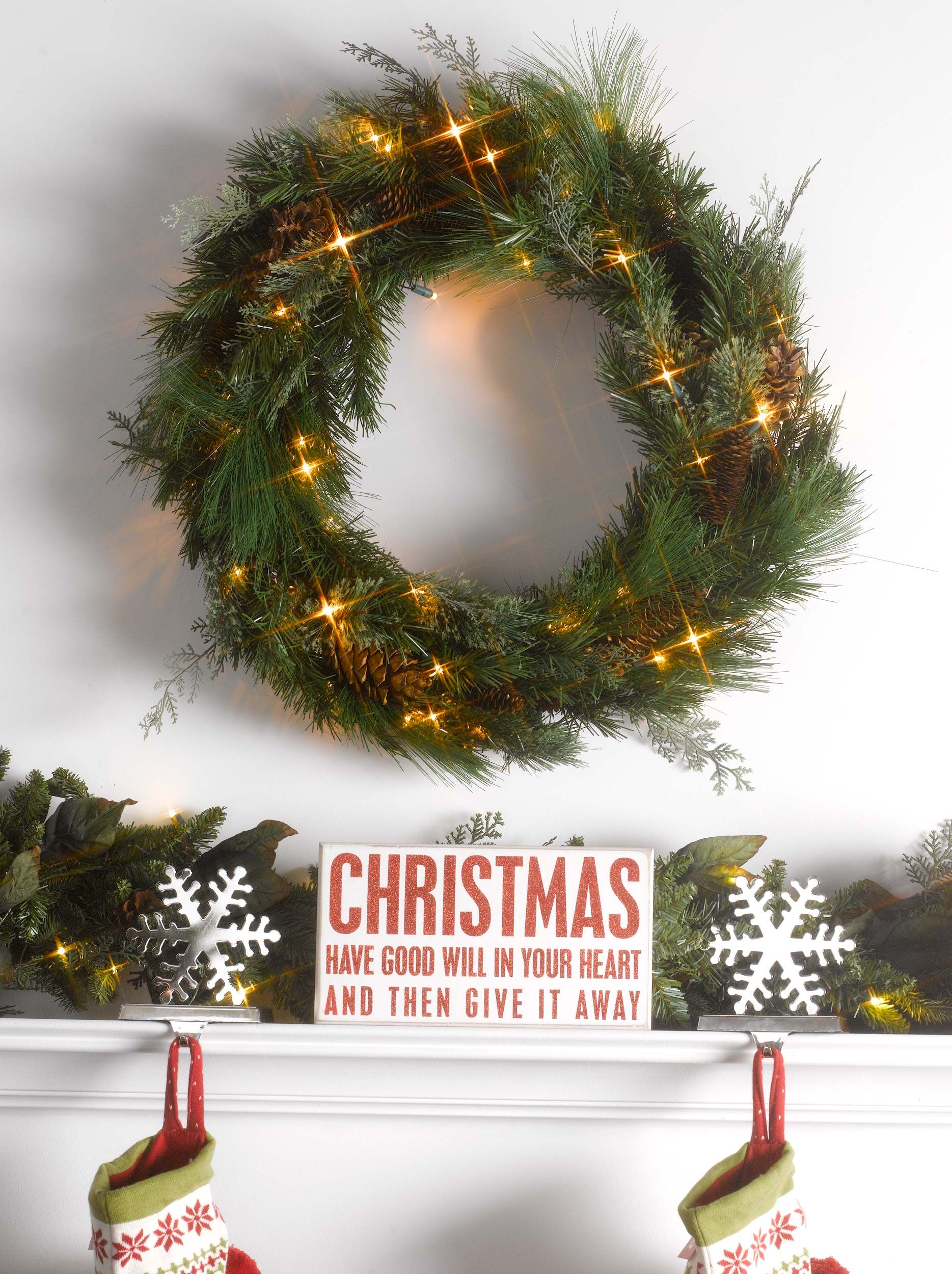 christmas decor look at this beautiful battery powered wreath - Battery Operated Christmas Wreaths