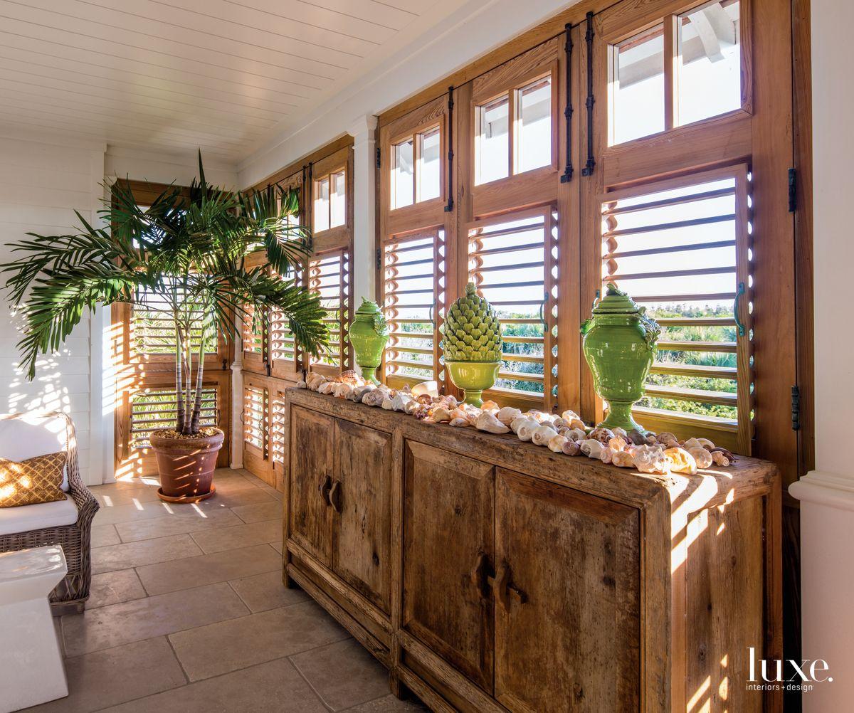 Tropical Beach House Interior: A Modern Tropical Retreat Epitomizes Coastal Chic