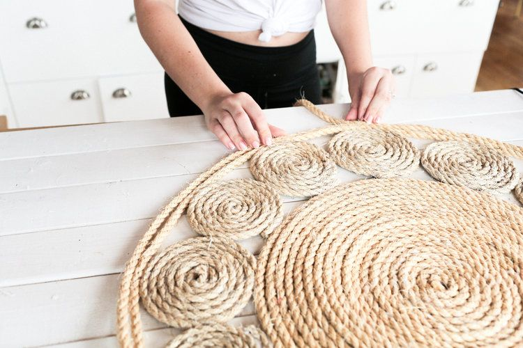 Diying The Straw And Jute Trend The Sorry Girls In 2020 Diy Rug Braided Rug Diy Diy For Girls