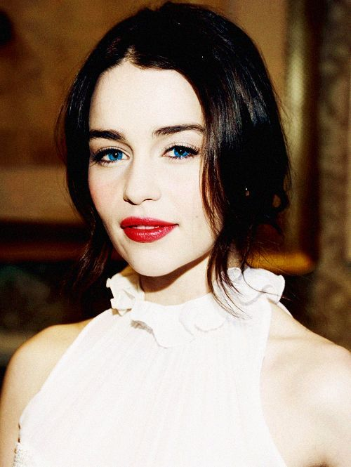 Pin by Life is Beautiful ♥ on Emilia Clarke ♥   Emilia ...