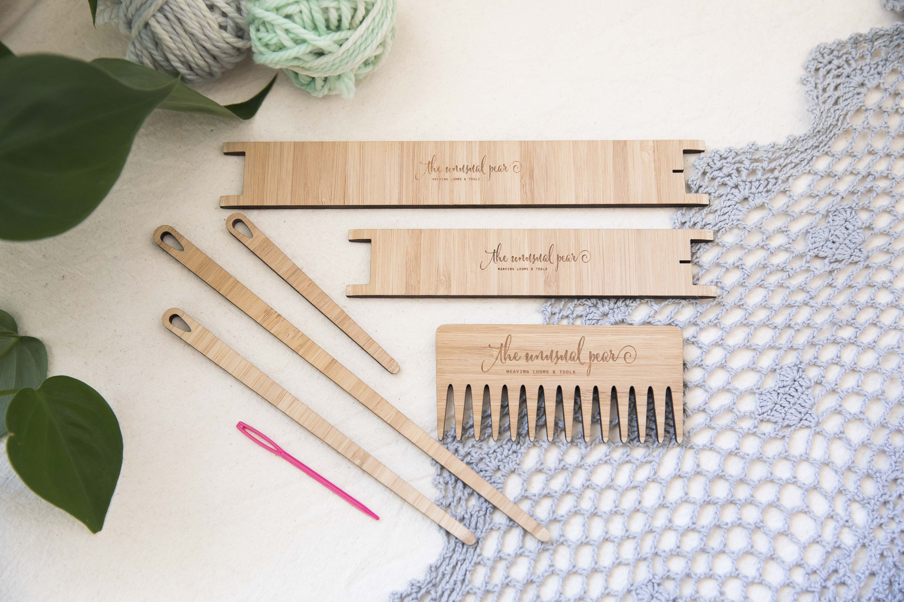 Complete Weaving Tool Kit   2 X Shuttles 4 X Needles 1 X Weaving Comb By