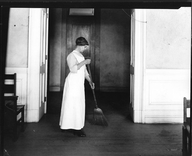 CORRECT POSTURES FOR HOUSEWORK (1920S)