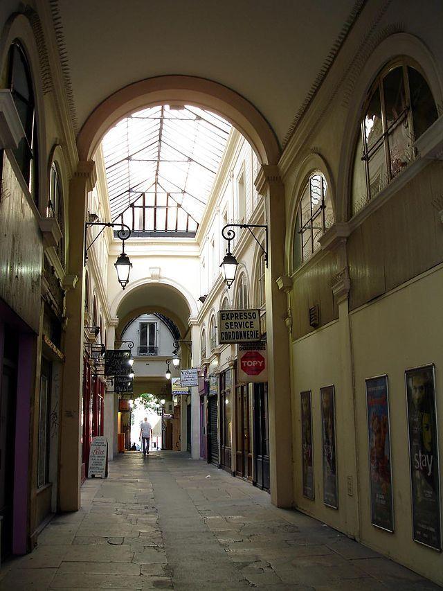 Le PASSAGE VENDÔME est un passage couvert parisien situé dans le IIIe arrondissement , FRANCE, Ce passage, entre la place de la République au nord et la rue Béranger au sud, mesure 57 mètres de long,Date de création : 1827,........SOURCE WIKIPEDIA.ORG.......