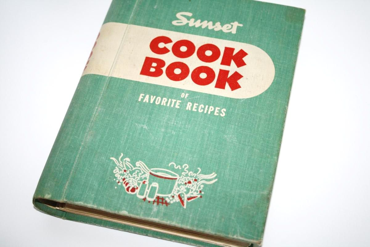 Want all my grandma\'s vintage cook books some day :). So cool ...