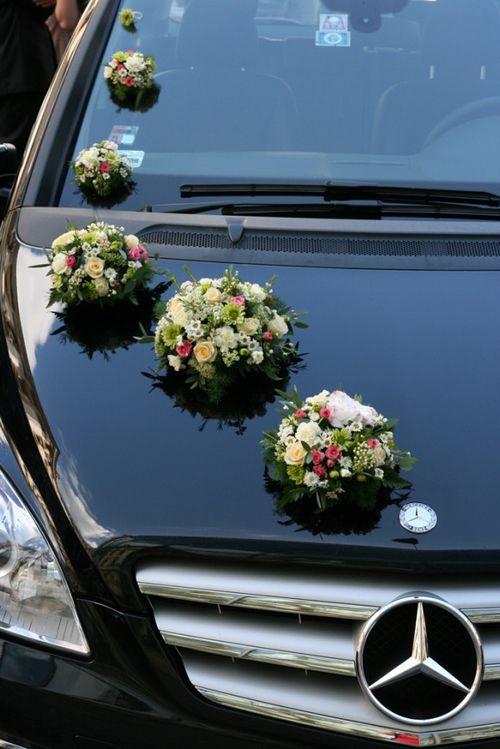 Bouquets In Decreasing Order Of Size Starting From The Bonnet All Way To Top Wedding Car