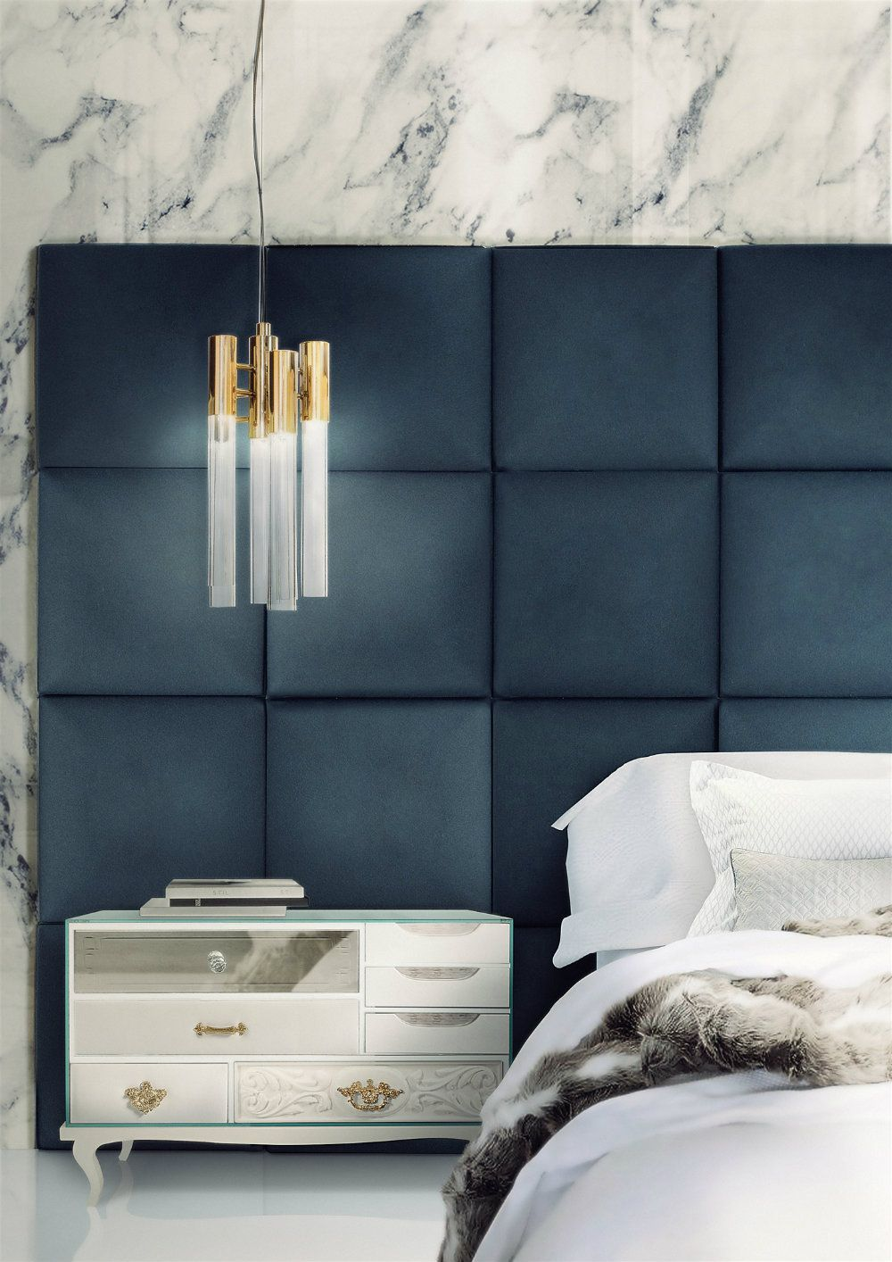 6 Ways to Use the Trendy Navy Blue and Gold Color Scheme Gold