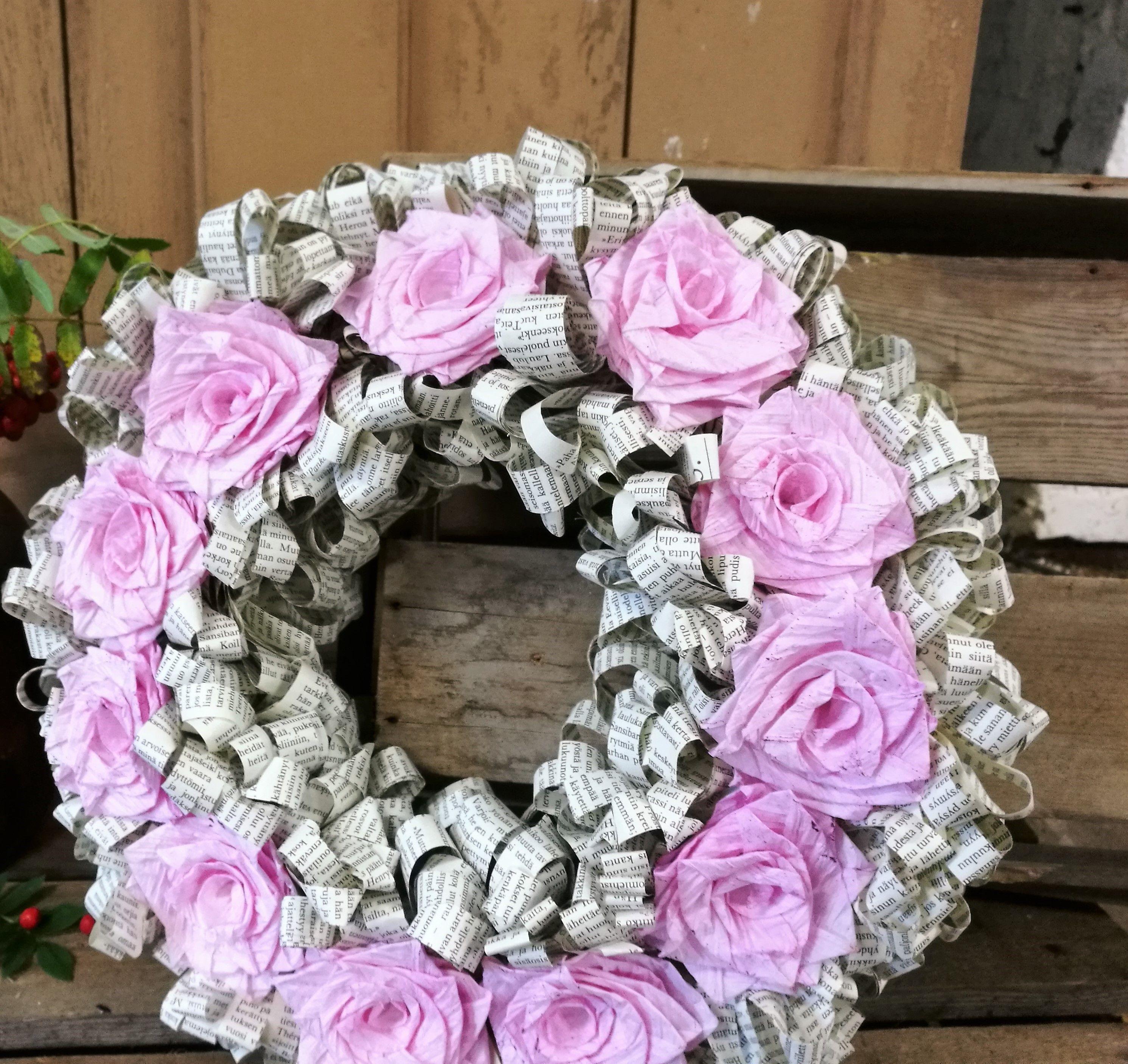 Roseliini: Kirjansivu kranssi, tee se itse, DIY, tarvikepaketti, ruusut, käsityö, askartelu