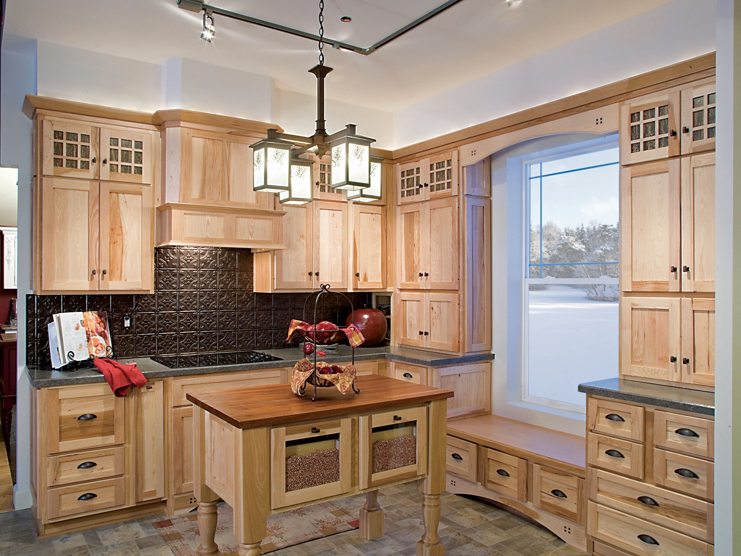Candlelight Cabinetry Natural Hickory Shaker Door Candlelight Cabinetry Cabinetry Wood Kitchen