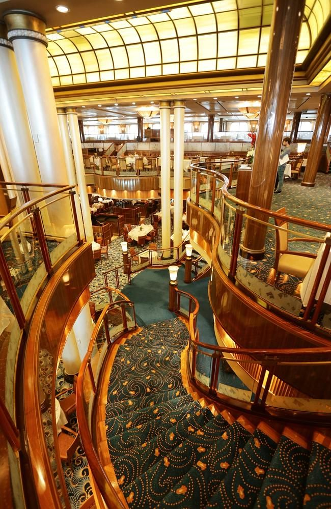 Cunard S Luxury Flagship Liner Queen Mary 2 Graces Into
