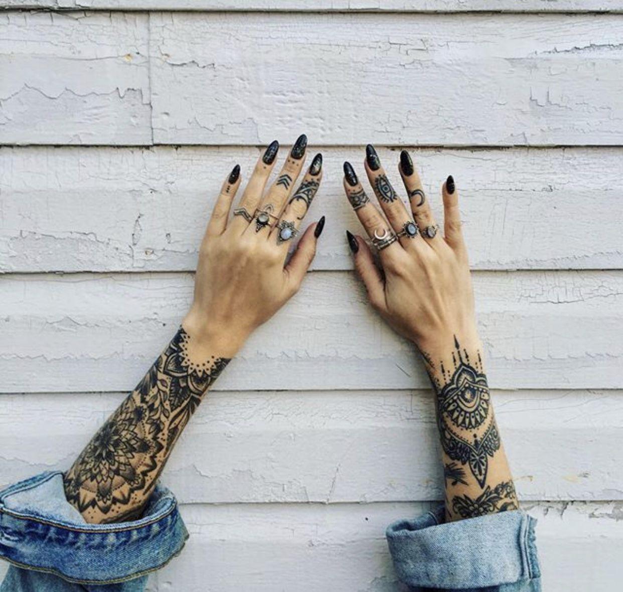 Girl knuckle tattoo ideas pin by kefi korsmit on tatoeages  pinterest  tattoo piercings and