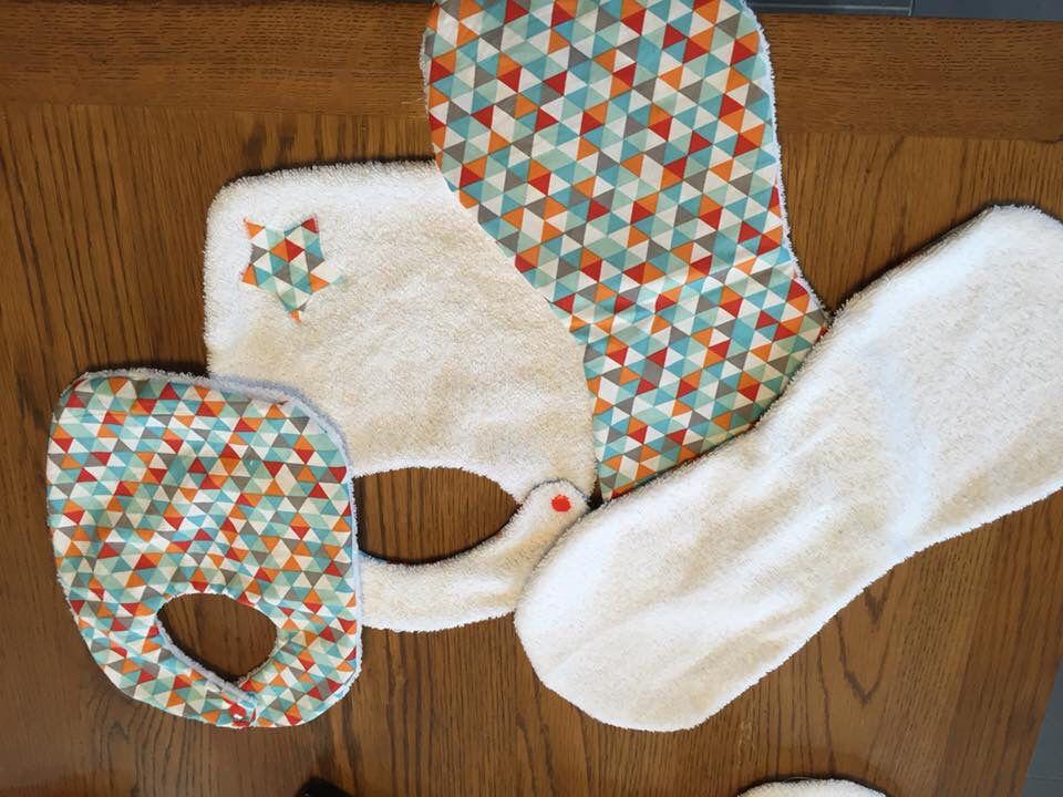 Lot naissance : bavoirs et protège épaule