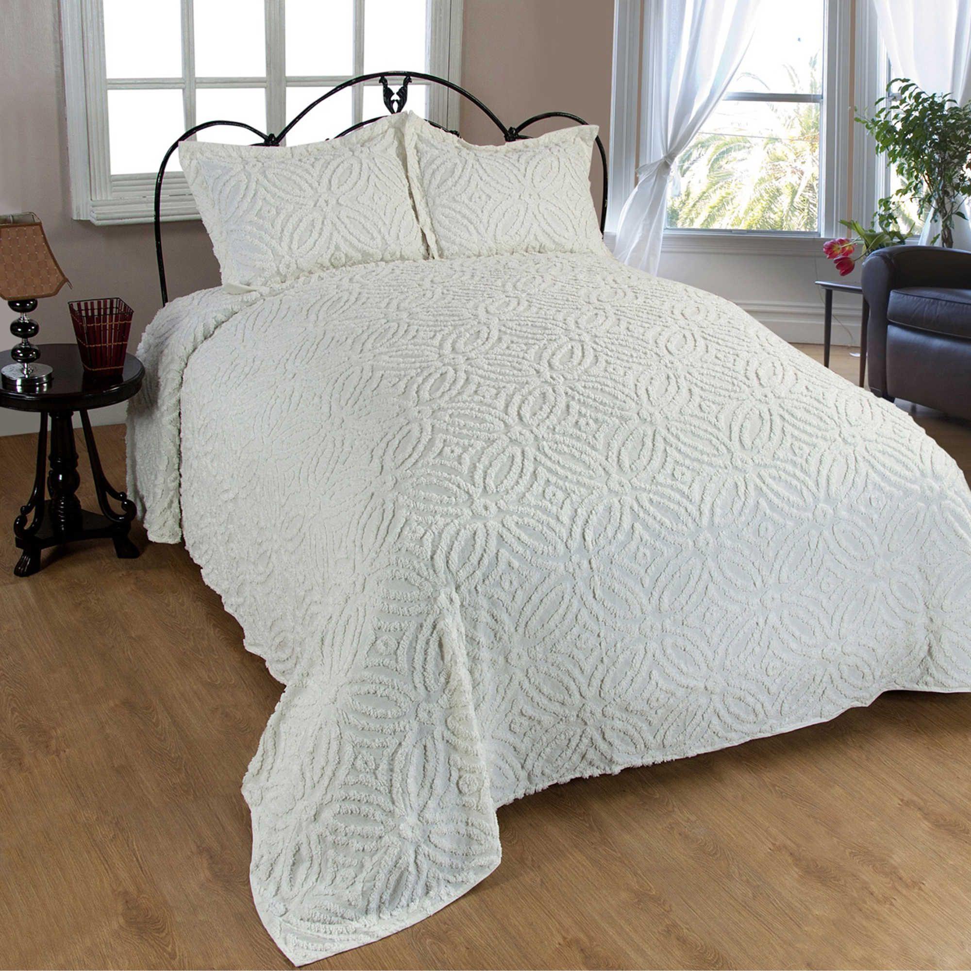 wedding ring chenille queen bedspread in ivory cottage bedroom ideas pinterest. Black Bedroom Furniture Sets. Home Design Ideas