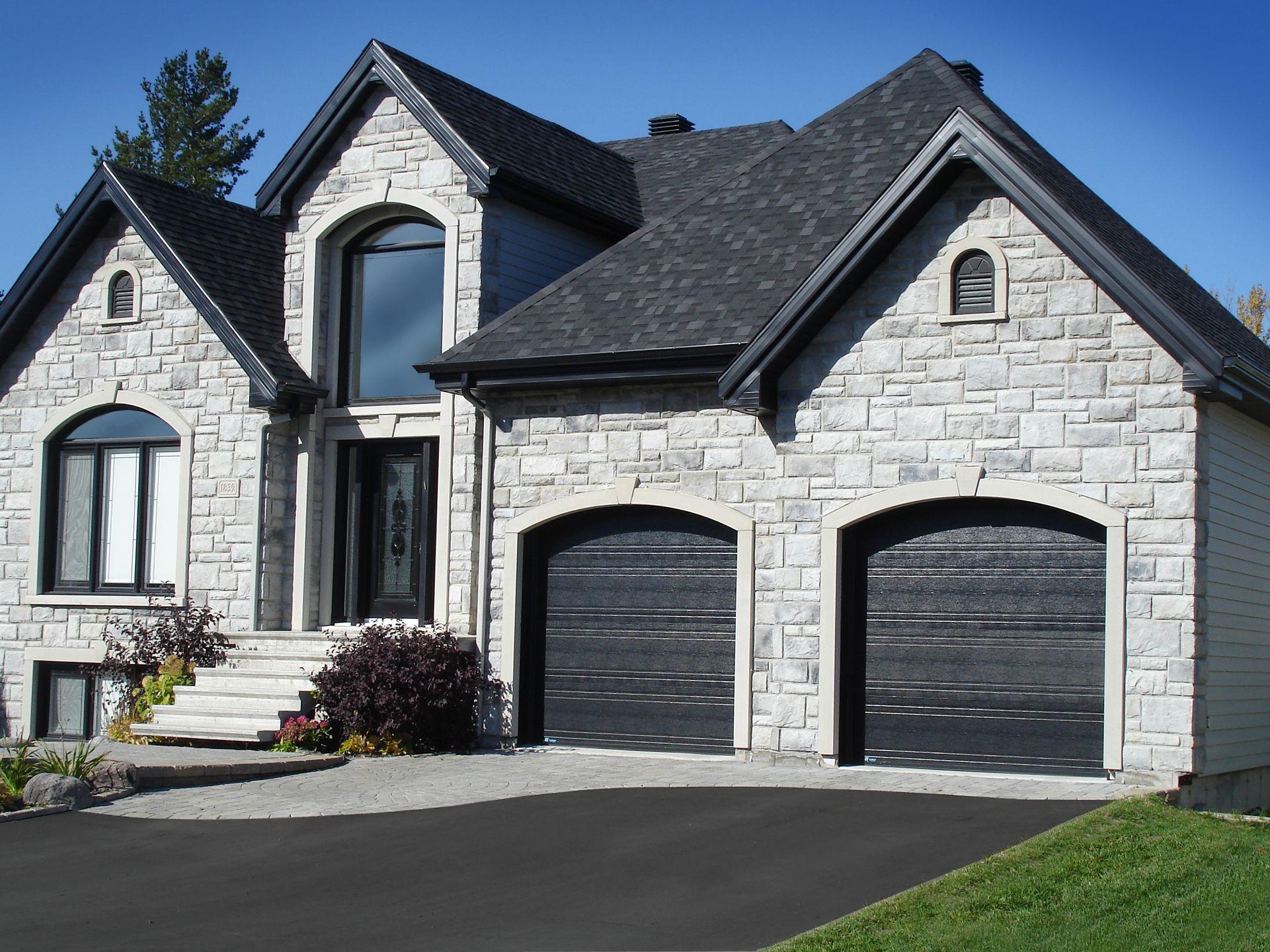 Portes de garage garex mod le urbaine couleur noir house plans in 2019 - Porte de garage design ...