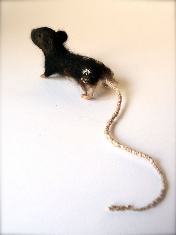 This little mouse was made in the autumn of 2015 from treacle coloured alpaca fleece, with tiny silk paws, ears and embroidery.  I'm not sure if this is a male or female mouse, but it's approximately 8.5cm (a little under 3.5 inches) from nose to the base of it's tail, and 4.5cm (1.75 inches) tall.  This little mouse comes in it's own wooden box, with a nest of precious threads and scraps and fluff gathered from my studio.   All of my fleece is sourced from farms where animals are well…
