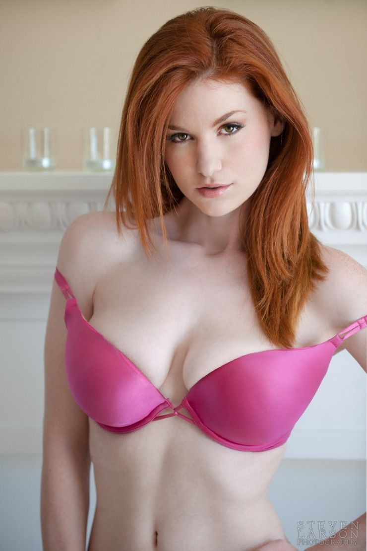 cleavage Sexy redhead