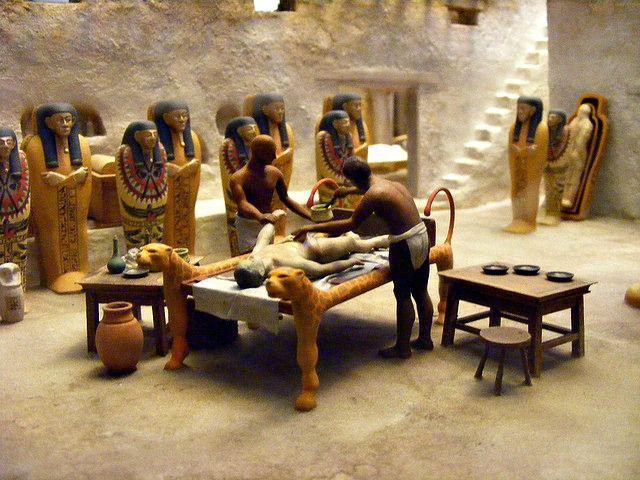 Field Museum – diorama of Egyptian mummification process. Mummies ...