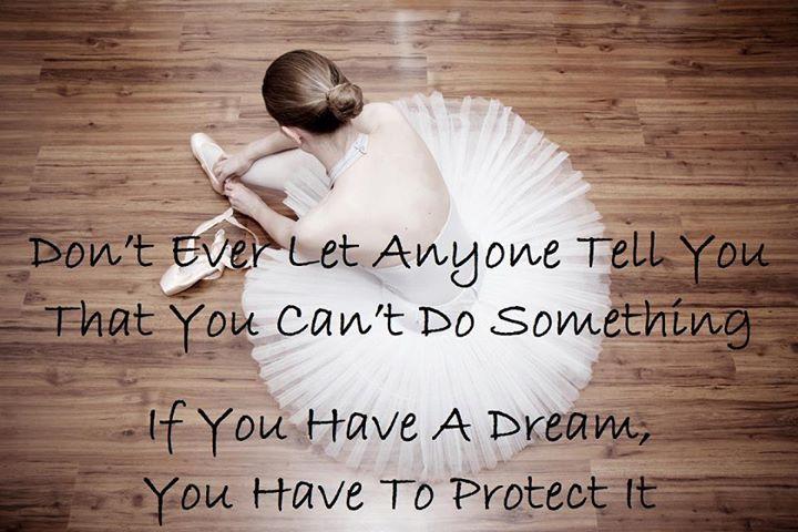 Non lasciare mai a nessuno di dirti che cio che si vuole a raggiungere in vita sta impossibile.   Translation: Never let anyone tell you that what you want to achieve in life is impossible.
