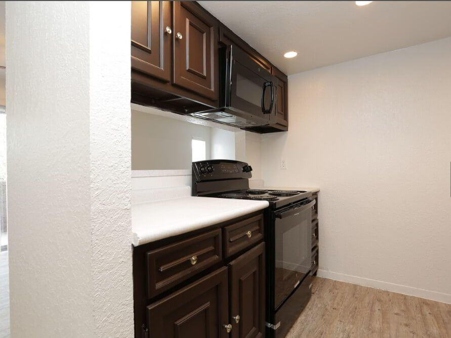 Desert Peaks Apartments in El Paso, TX | Kitchen range ...
