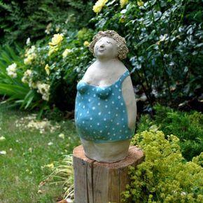 In Liebevoller Detailarbeit Modellierte Figuren Aus Frostsicherer Steinzeugkeramik Keine Figur Gleicht Der And Garden Art Sculptures Ceramic Figures Art Dolls