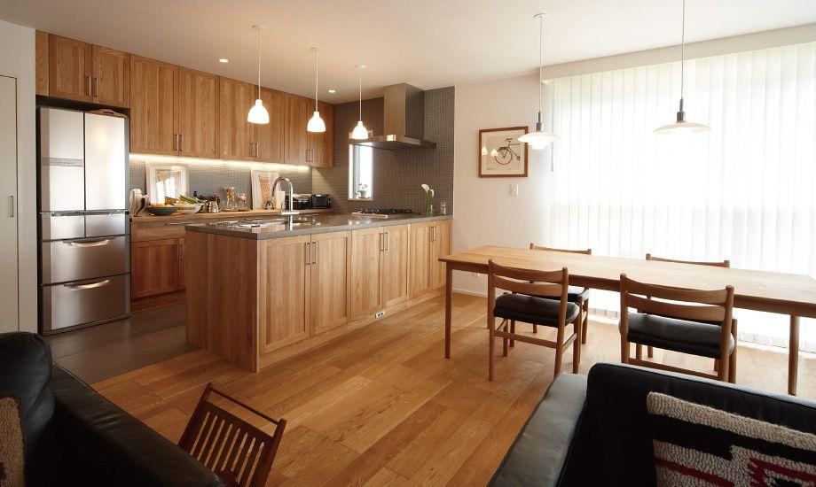 使っていくことでアンティークになる そんな良いものと出会いたい 無垢の木のキッチン Su Iji スイージー ウッドワン キッチン リフォーム マンション リビング キッチン