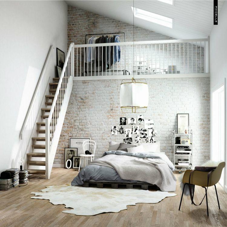 Chambre à coucher de style scandinave avec mur de brique lit en palettes de bois
