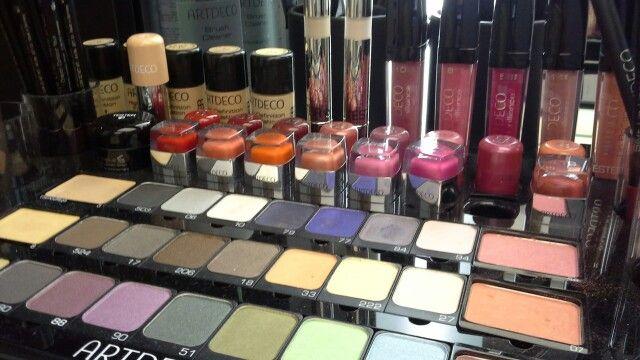 Sélection make up chez @artdecomakeup  Première boutique européenne PARIS 9e!