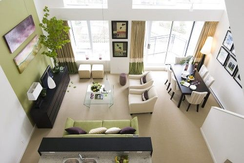 the green, the art layout, the tree in the corner... I like a lot of elements in this room.
