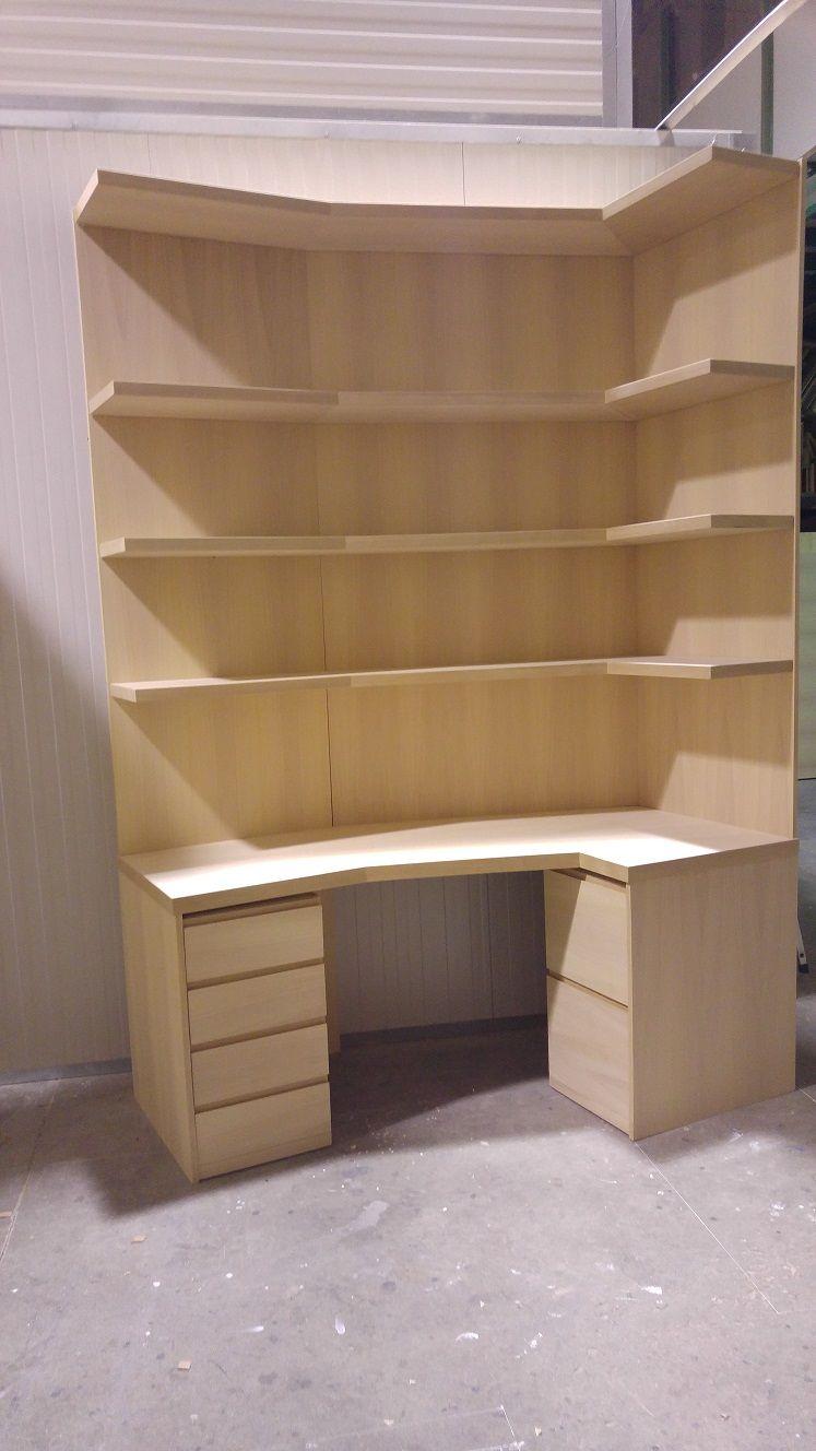 libreria ad angolo minimalista con cassettiere estraibili