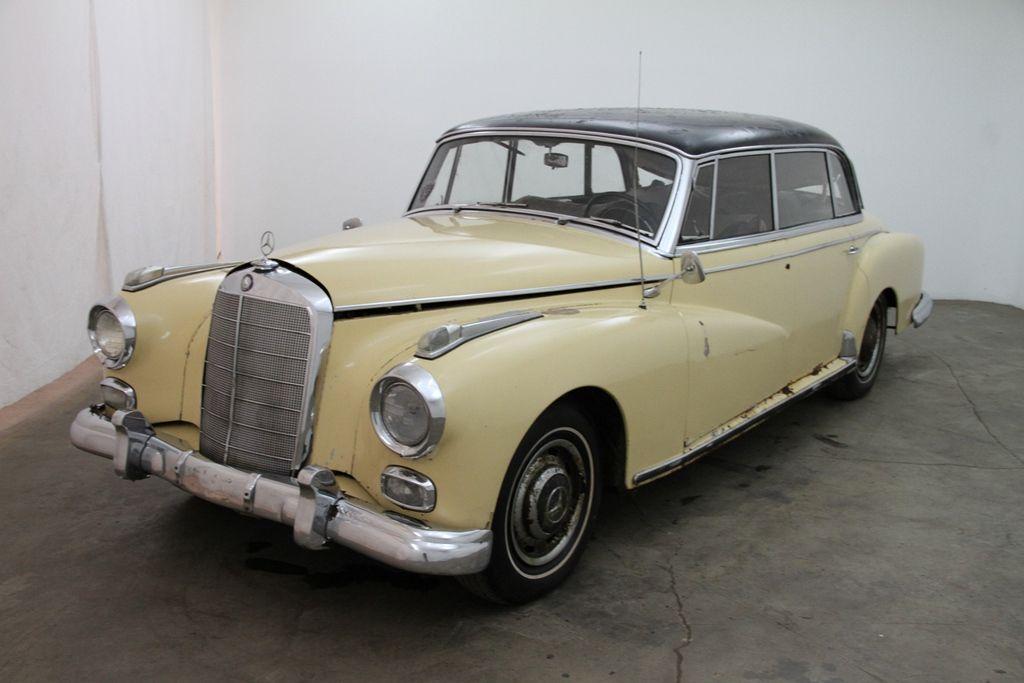 1958 MercedesBenz 300D Adenauer, creme with grey interior