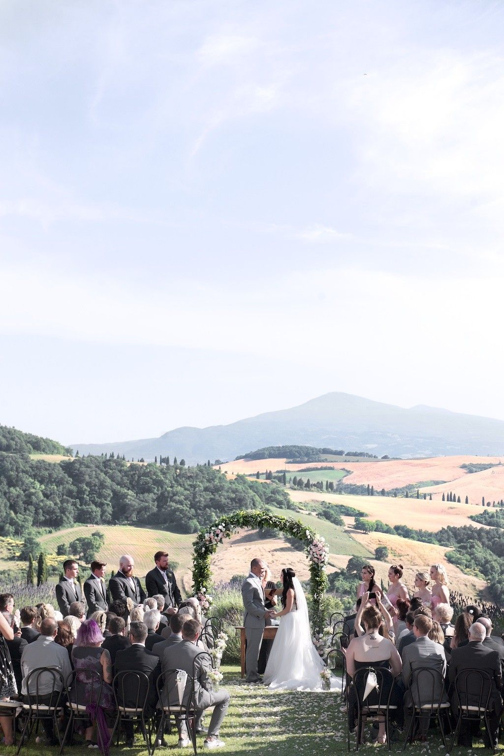 c07eb2be9369 Aisle deocration for open air ceremony. Souther Italy wedding. Romantic and  wild mood. Pink and white palette. Decorazioni corsi…