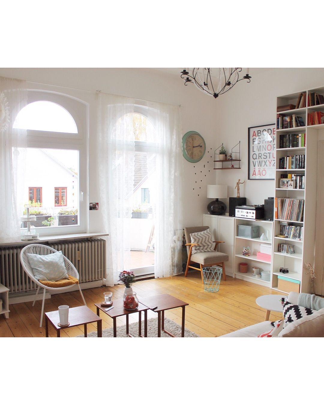 Gefallt 538 Mal 19 Kommentare Lara Be Laramaari Auf Instagram Unser Selbstgebautes Bucherregal Auf Bild 1 In Unserer Ersten W Haus Haus Deko Zimmer