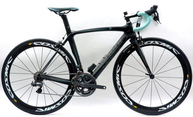 Bianchi Oltre With Dura Ace Di2 Mavic Cosmic Carbon Slr Wheels Classic Road Bike Road Bike Cycling Road Racing Bike