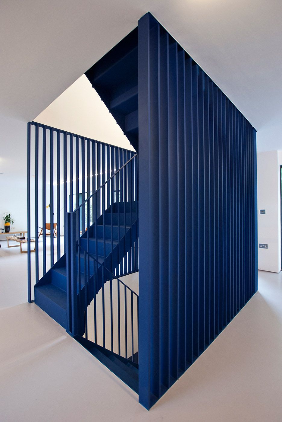 Best 3Novices Ra Projects Inserts Blue Steel Staircase Into 400 x 300