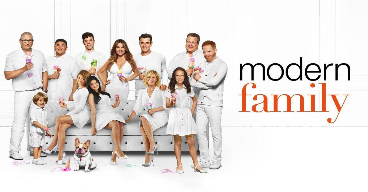 Modern Family Airs Wednesdays At 8pm Modern Family Episodes Modern Family Season Premiere